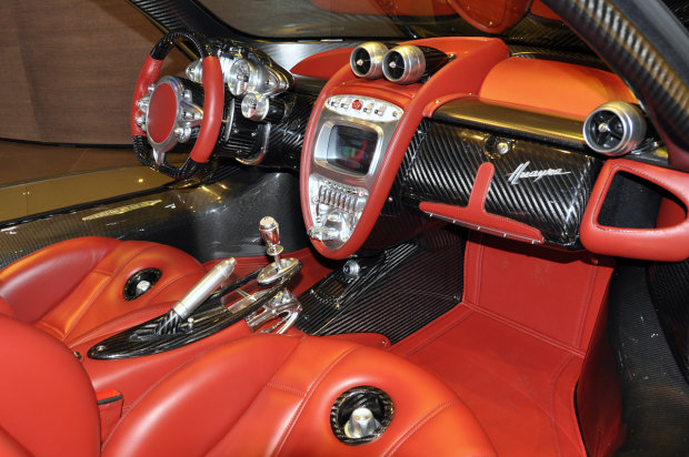 2012 geneva motor show pagani huayra carbon edition for Carbon interieur