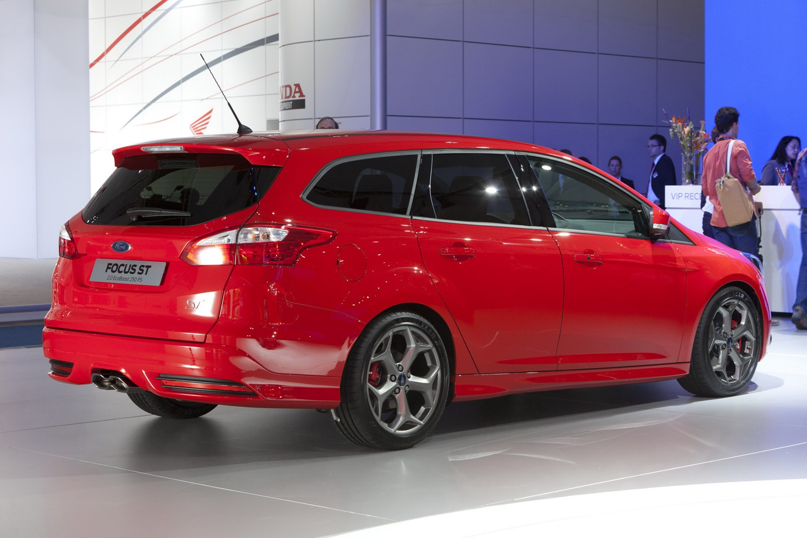 2013 ford focus st on sale in the uk priced from 21 995. Black Bedroom Furniture Sets. Home Design Ideas