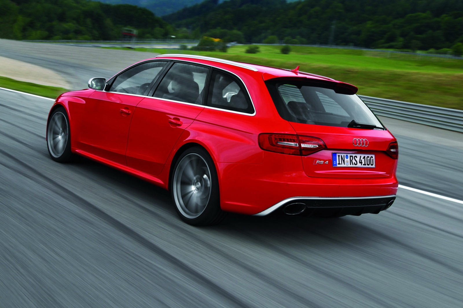 2013 audi rs4 avant on sale in the uk from 54 925. Black Bedroom Furniture Sets. Home Design Ideas