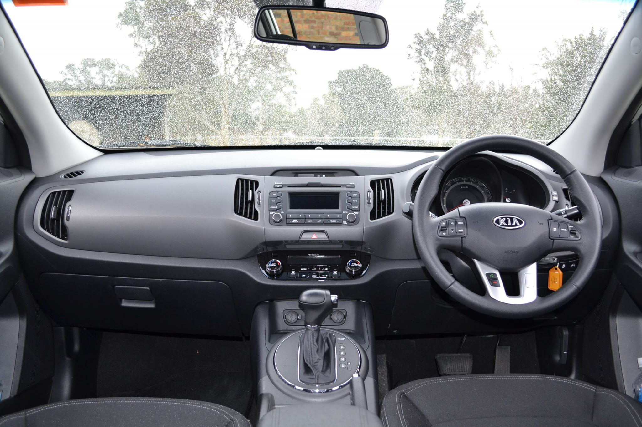 kia sportage review 2012 sli diesel automatic interior shot. Black Bedroom Furniture Sets. Home Design Ideas