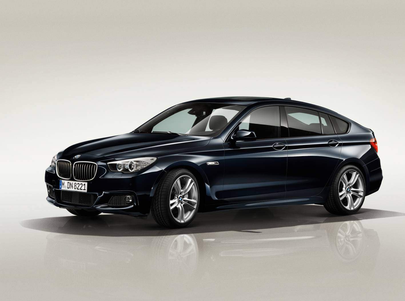 bmw 5 series gt refreshed with new 520d gt joining the range. Black Bedroom Furniture Sets. Home Design Ideas