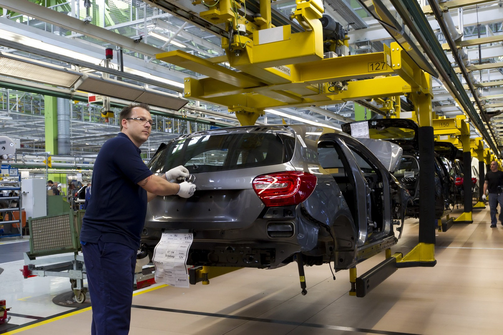 2013 mercedes benz a class photos production line 01