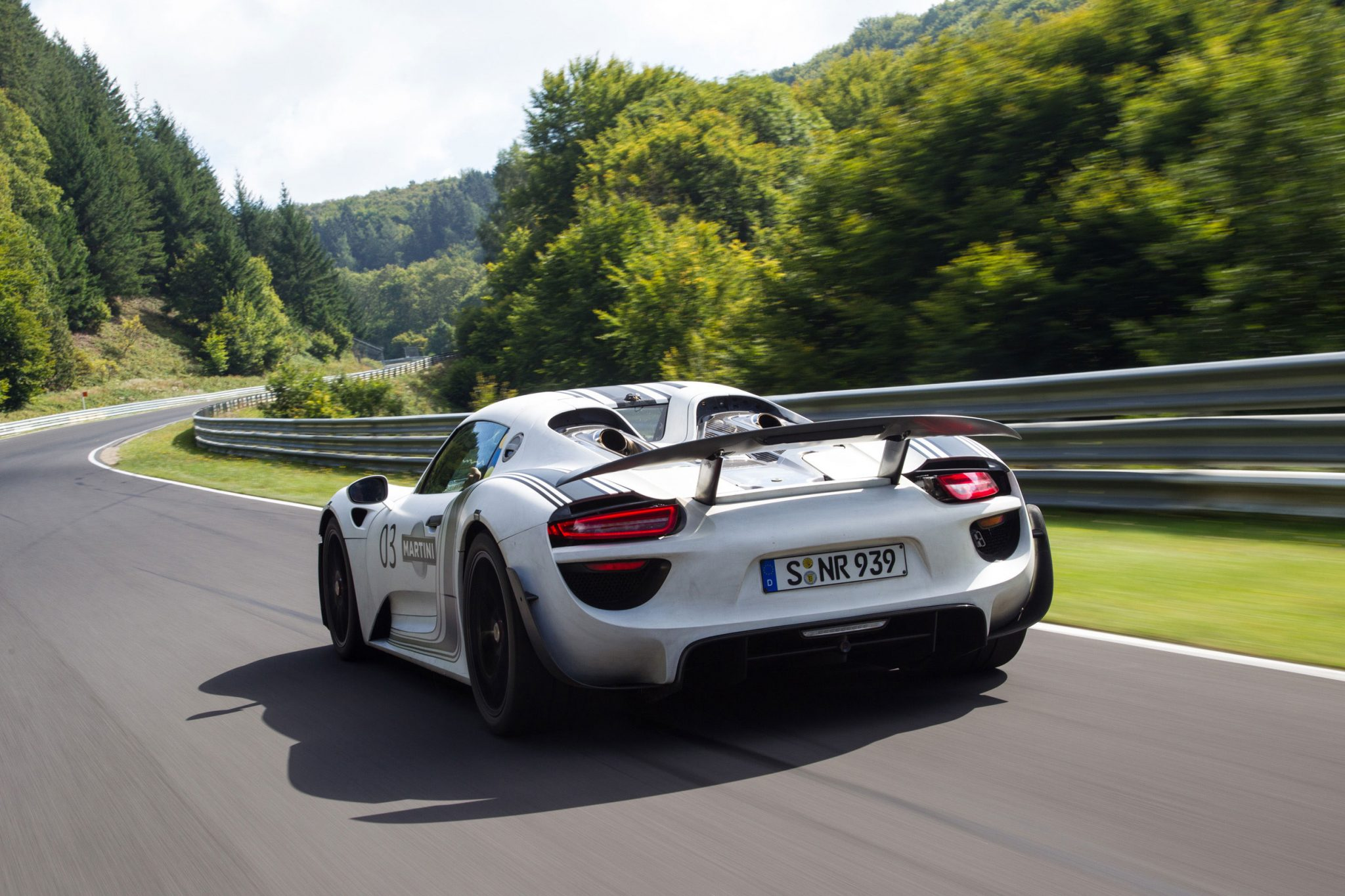 porsche 918 spyder prototype laps nrburgring in 714 minutes
