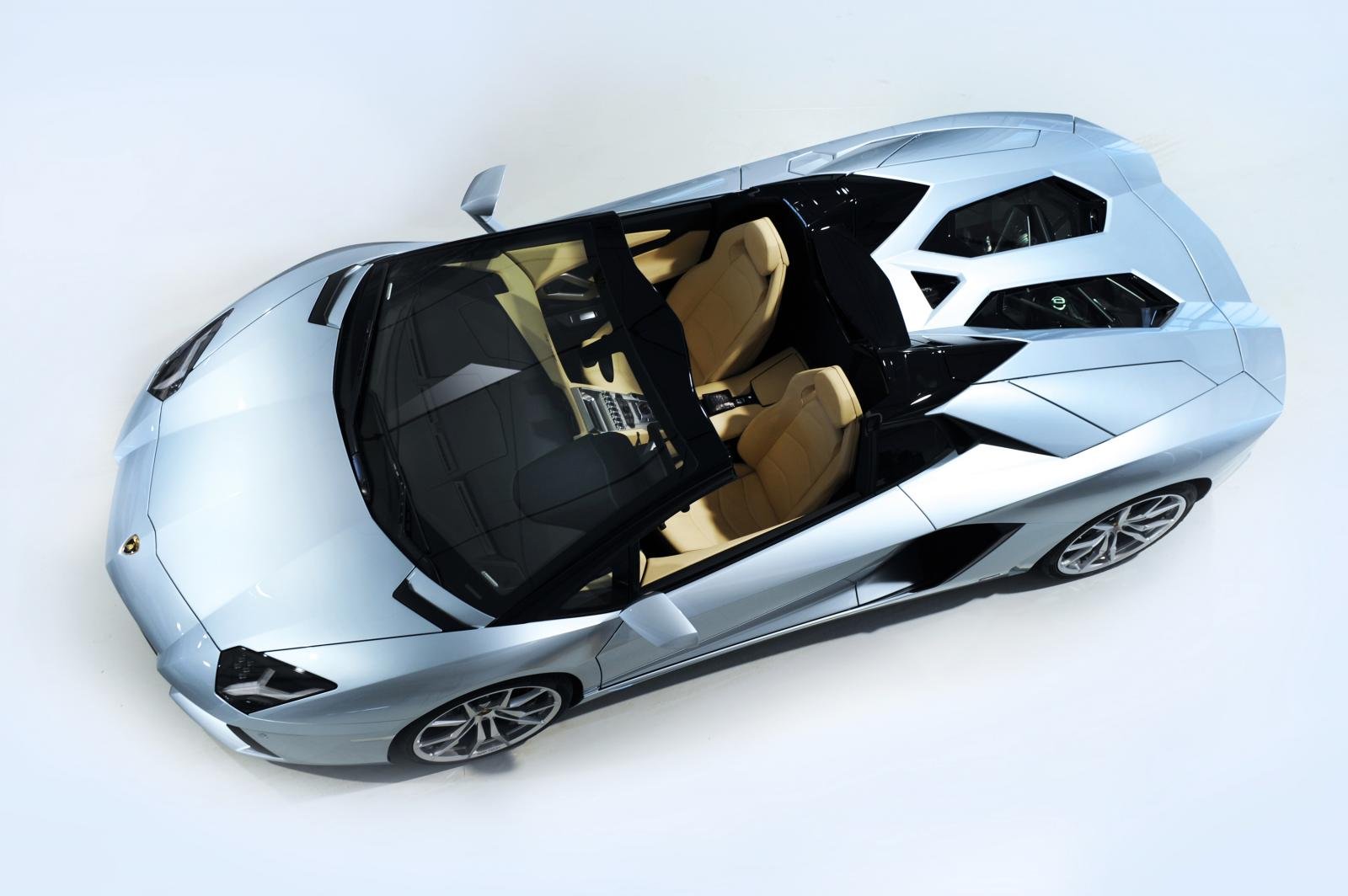 lamborghini lifts the lid on aventador roadster. Black Bedroom Furniture Sets. Home Design Ideas