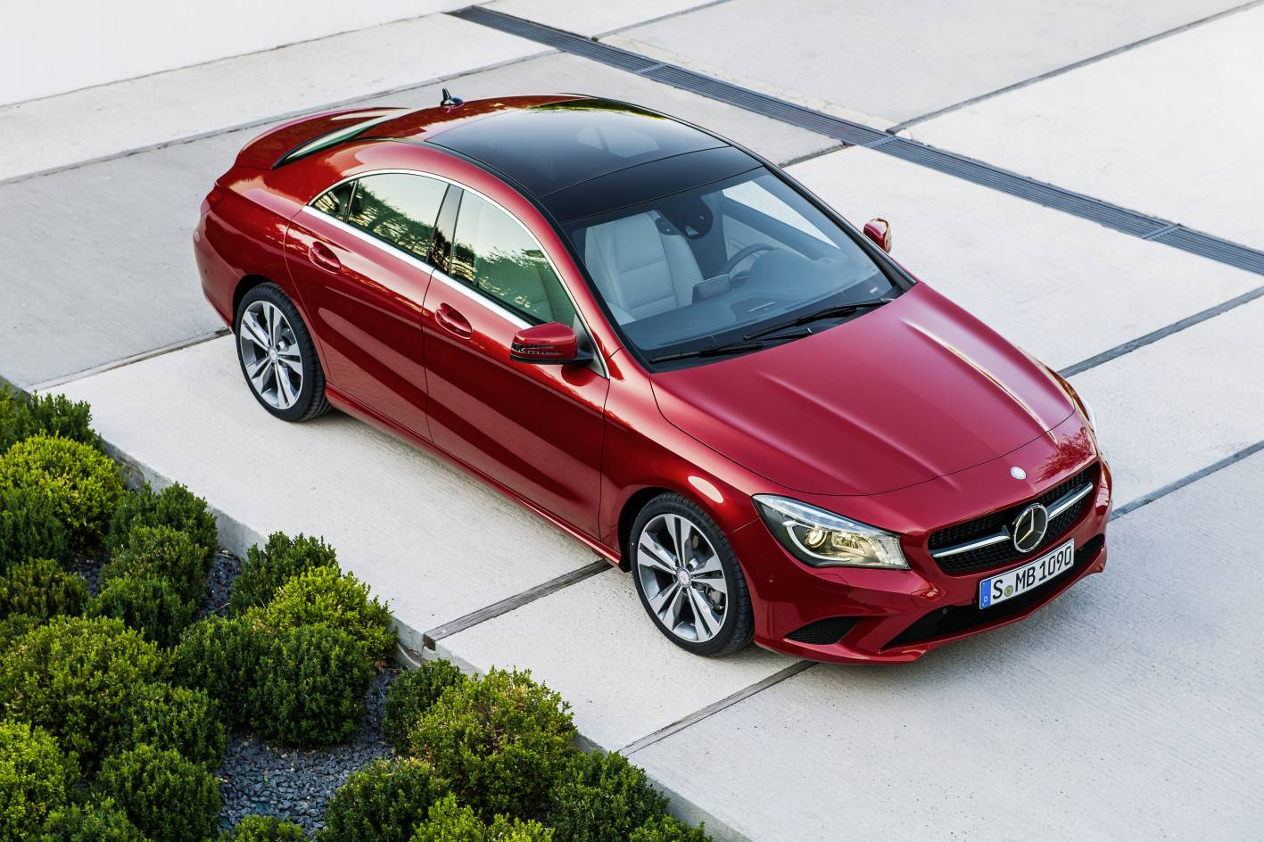 mercedes benz cla premiered at 2013 detroit motor show. Black Bedroom Furniture Sets. Home Design Ideas