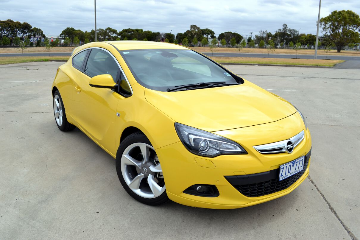 opel astra review 2013 astra gtc sport. Black Bedroom Furniture Sets. Home Design Ideas