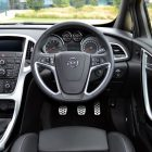 2013-Opel-Astra-GTC-Sport-09