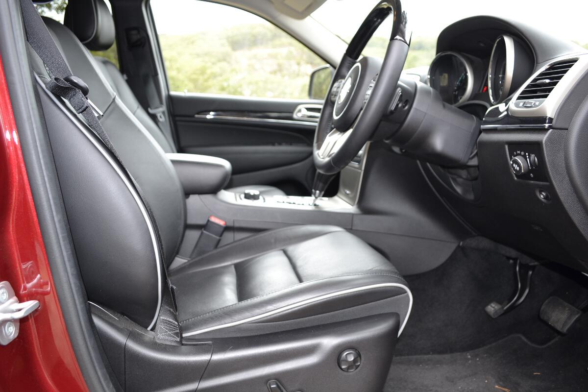2012 jeep grand cherokee interior 4. Black Bedroom Furniture Sets. Home Design Ideas