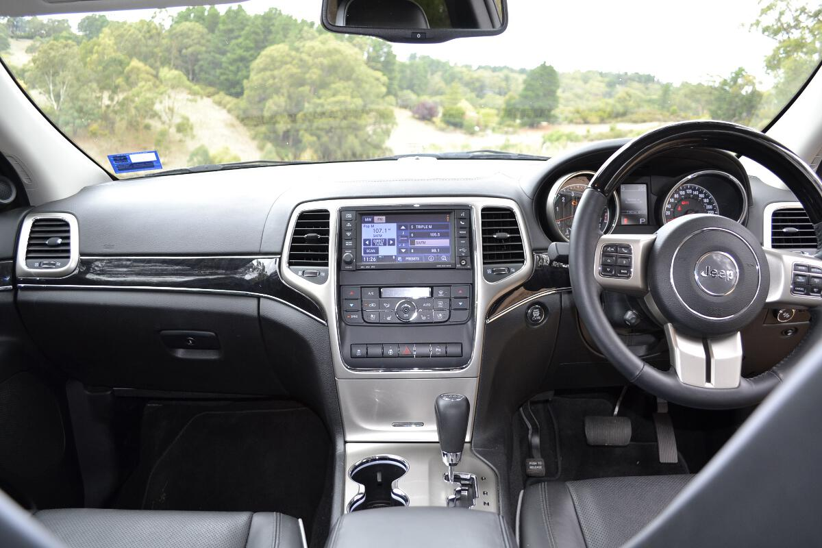 2012 Jeep Grand Cherokee Interior 7