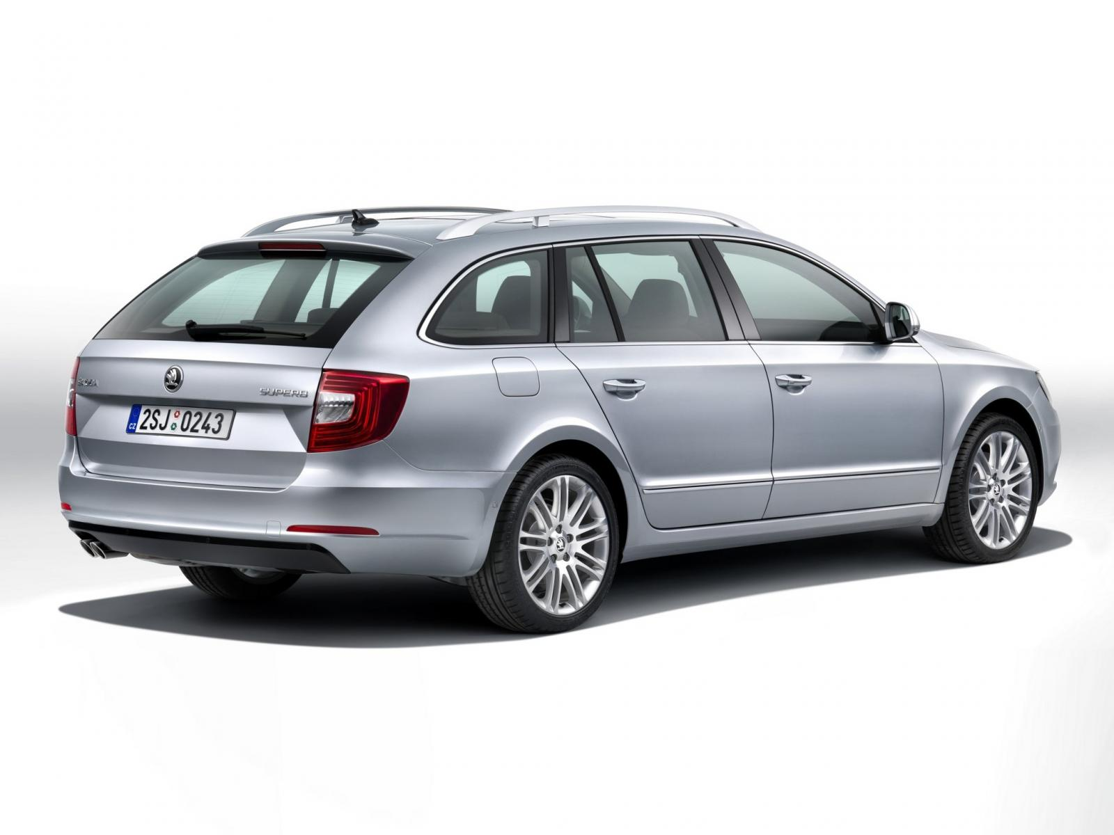 2013 skoda superb facelift revealed. Black Bedroom Furniture Sets. Home Design Ideas