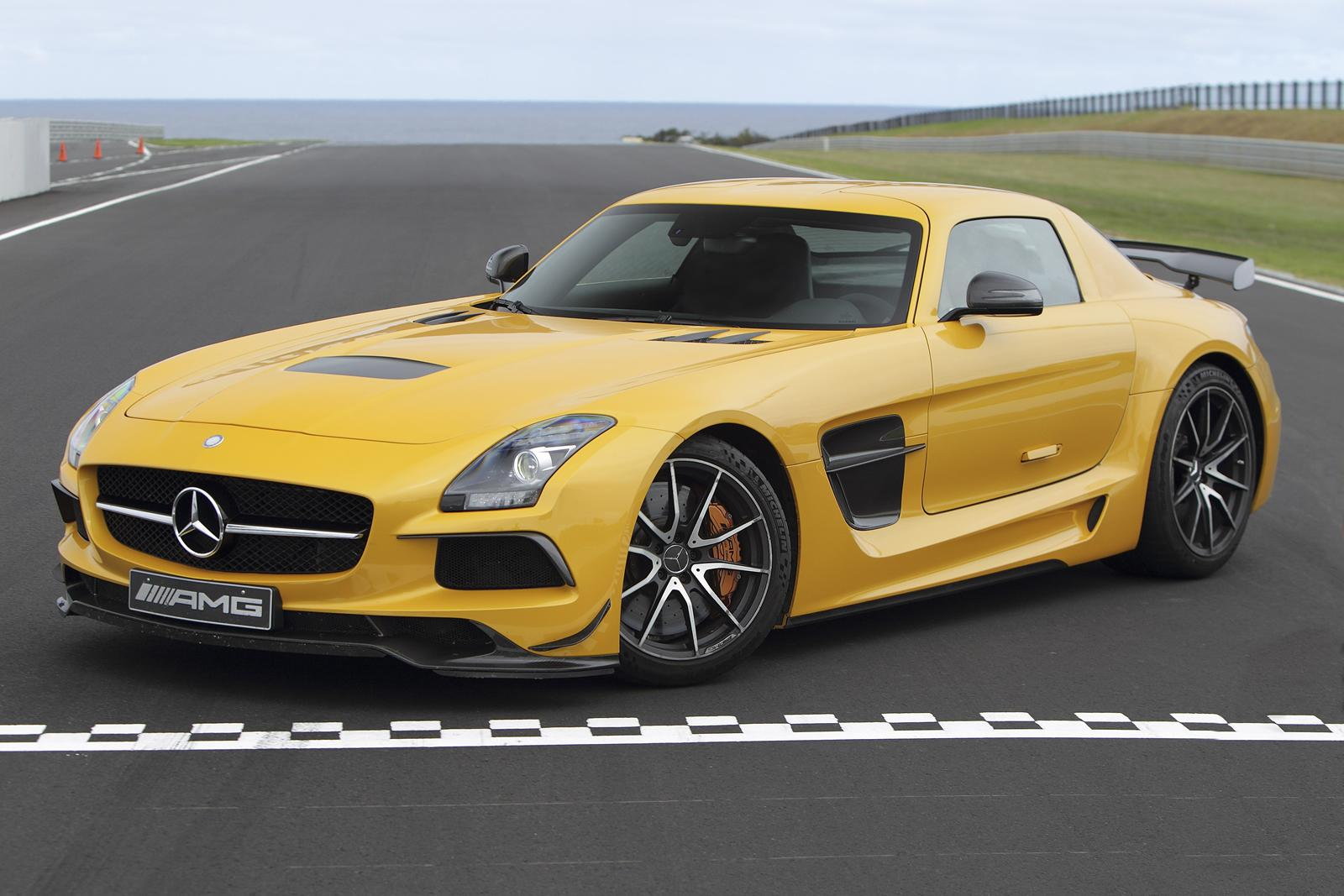 mercedes cars news sls amg black series tackles paul ricard circuit. Black Bedroom Furniture Sets. Home Design Ideas