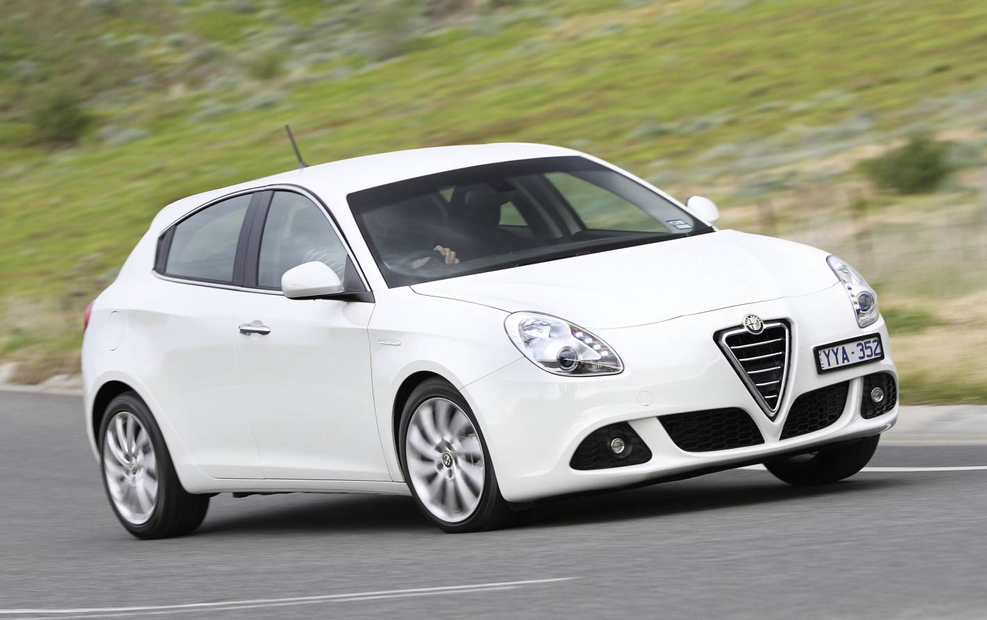 alfa romeo cars news alfa romeo expands giulietta range. Black Bedroom Furniture Sets. Home Design Ideas