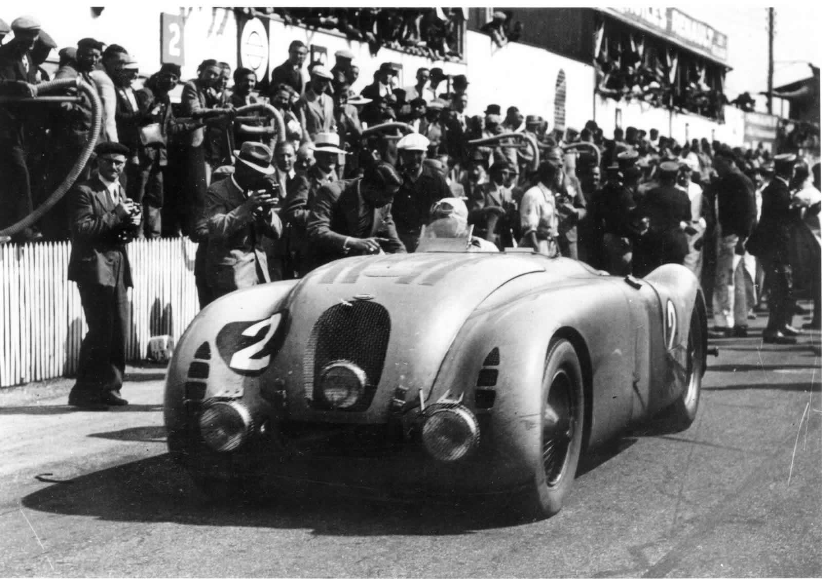 bugatti veyron grand sport vitesse legend jean pierre wimille edition force. Black Bedroom Furniture Sets. Home Design Ideas