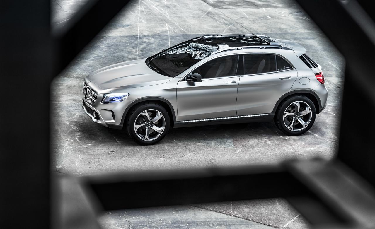 Mercedes cars news gla interior spy photos for Mercedes benz gla class interior