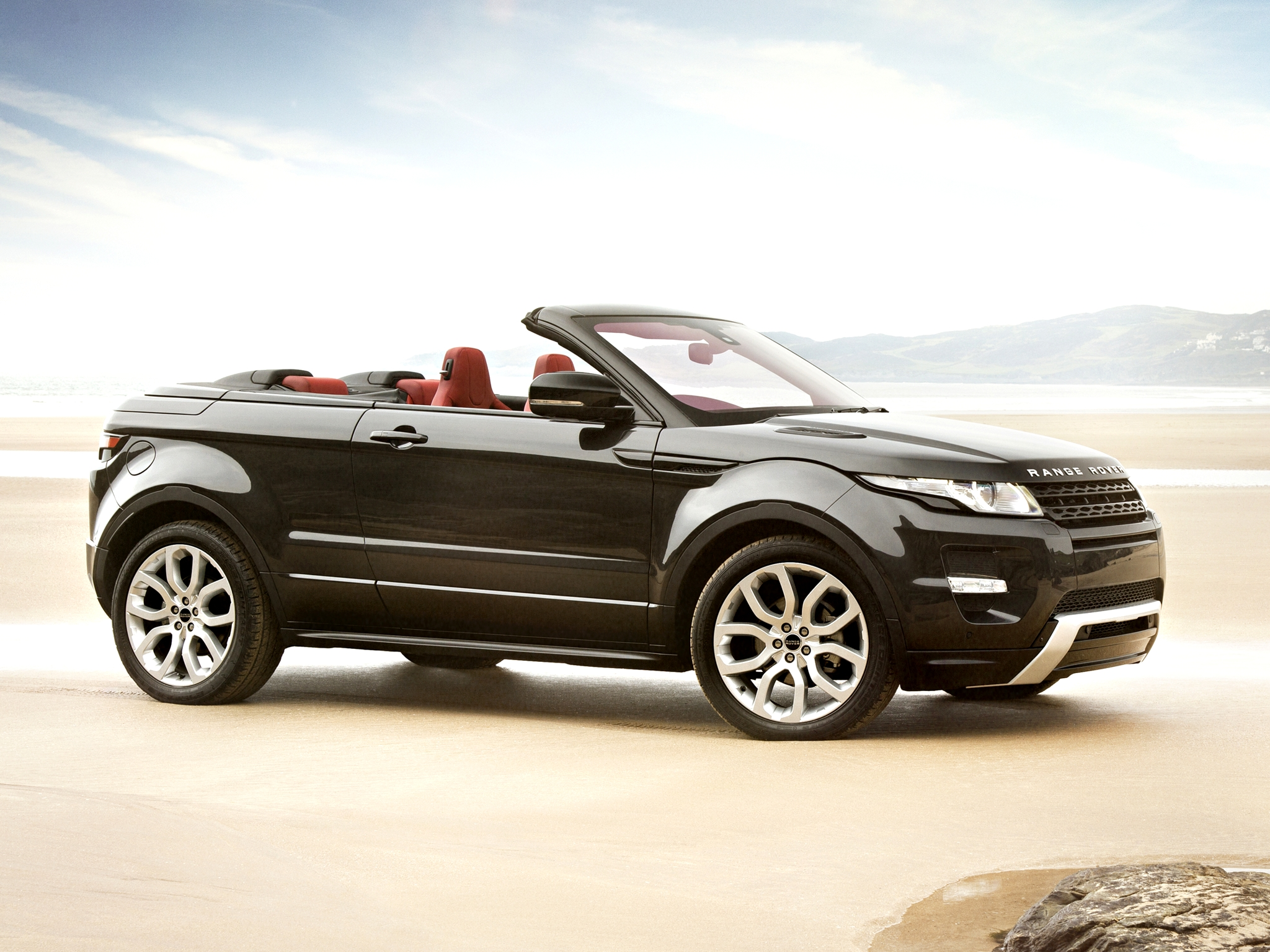 range rover evoque convertible enters production in 2014. Black Bedroom Furniture Sets. Home Design Ideas