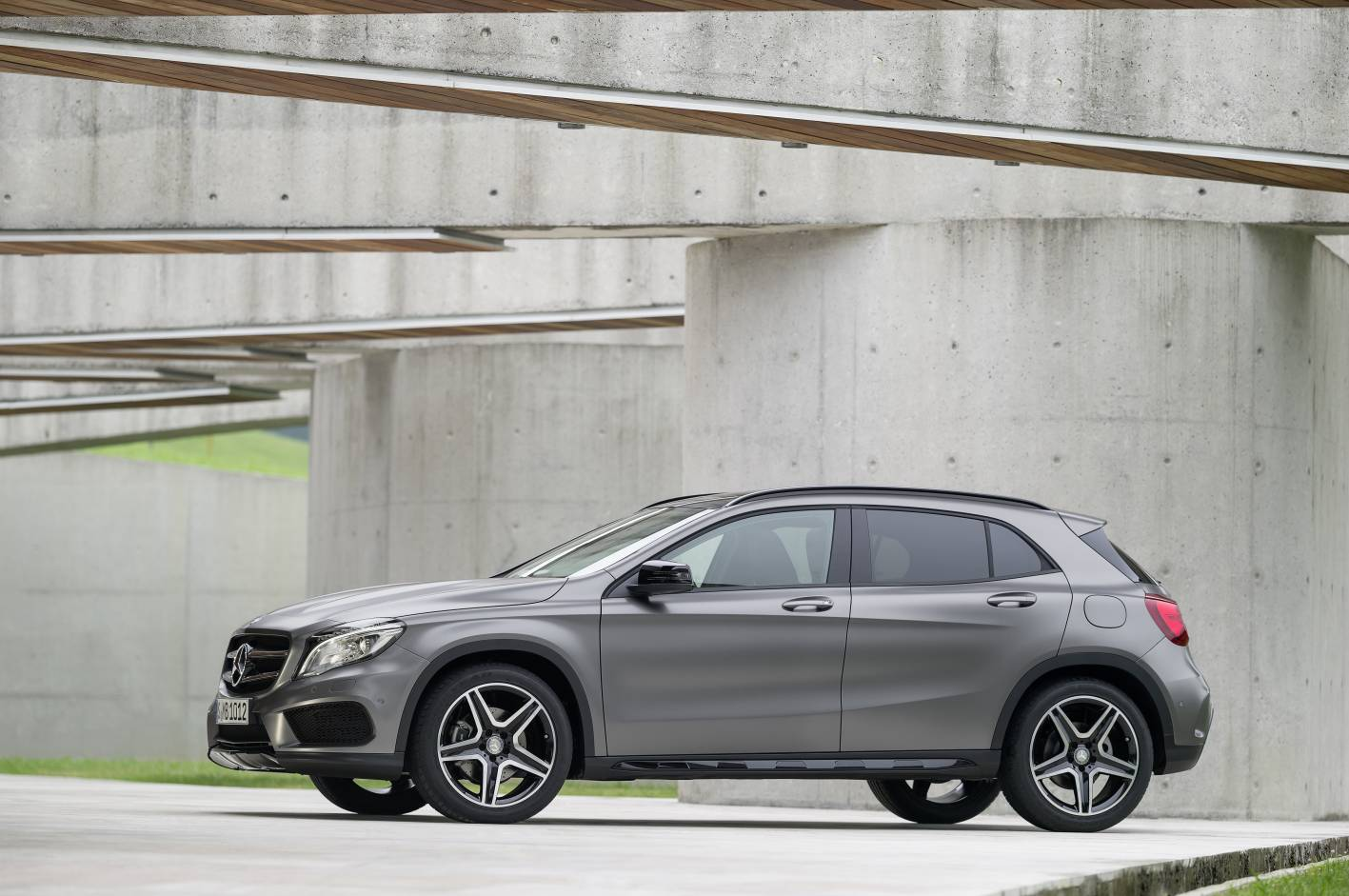 Mercedes benz cars news 2014 gla compact suv for Mercedes benz compact car