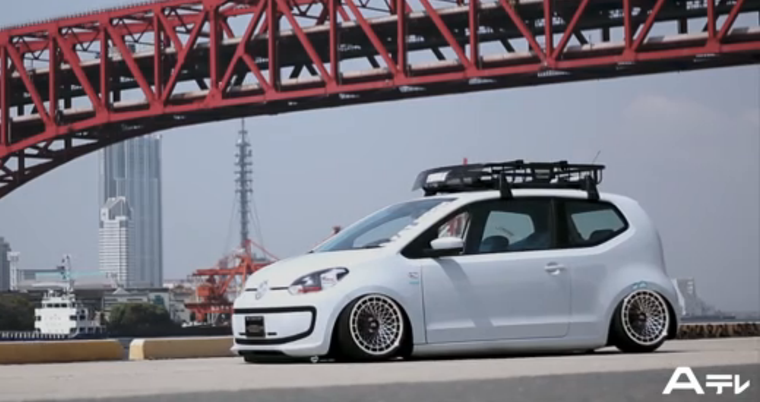 Volkswagen Cars - News: up! bagged with Porsche bits