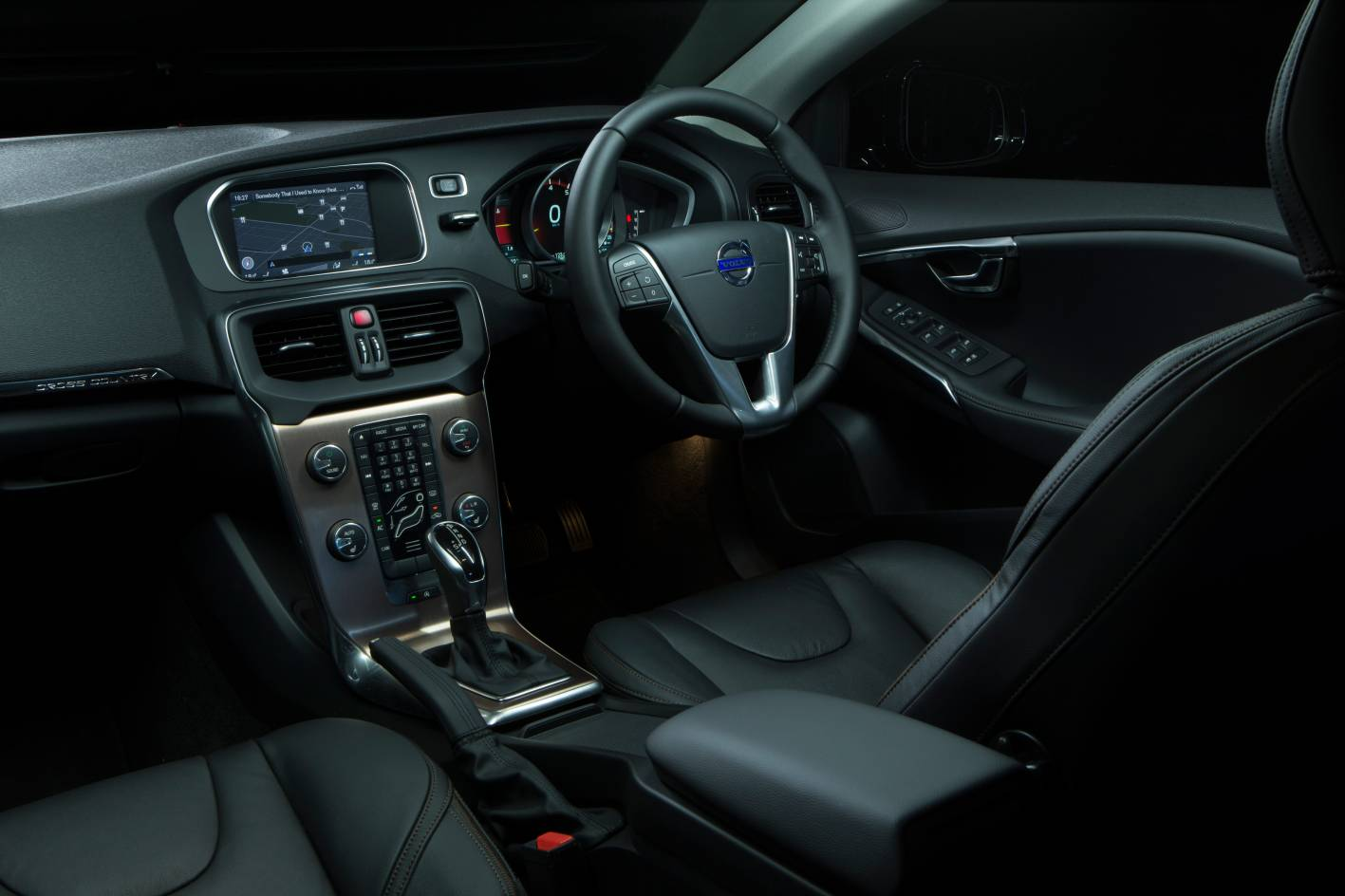 Volvo cars news v40 cross country pricing and specs for Interior volvo v40