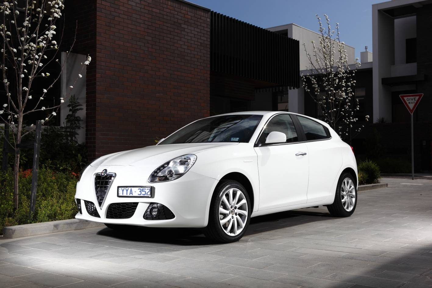 alfa romeo cars news 2014 giulietta gets new engine. Black Bedroom Furniture Sets. Home Design Ideas