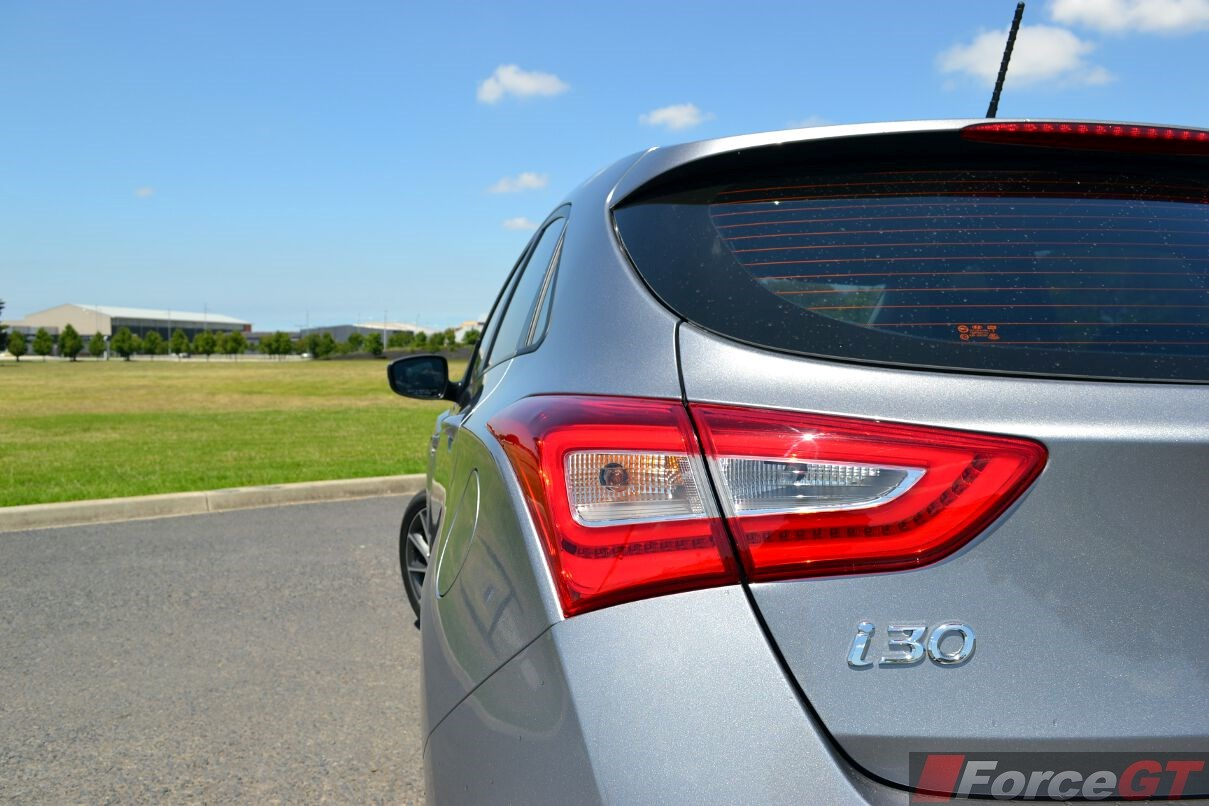2013 hyundai i30 how to change tail ligjt