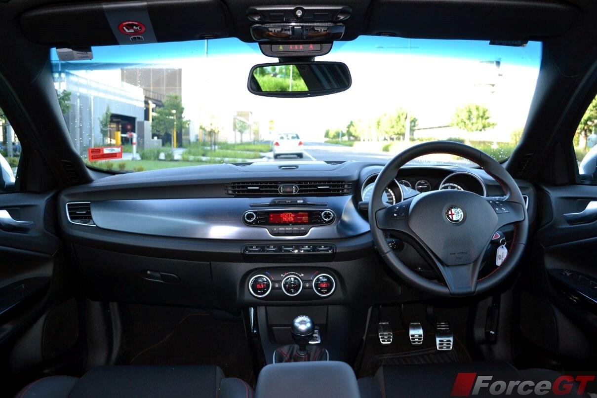 Alfa romeo giulietta qv 2011 review 11