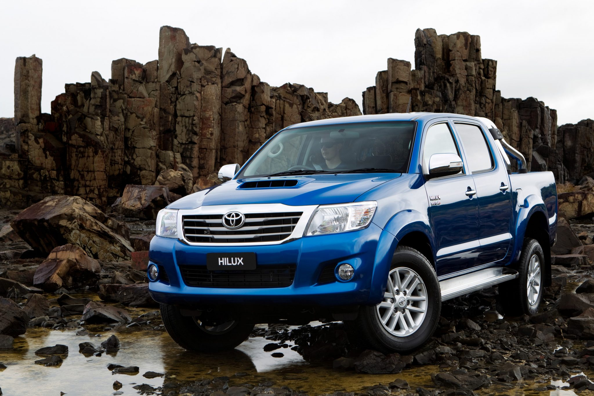toyota cars news hilux gains safety and convenience tech. Black Bedroom Furniture Sets. Home Design Ideas