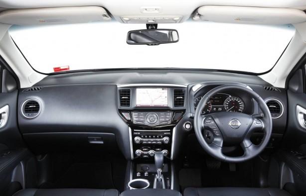 2014 Nissan Pathfinder Ti interior