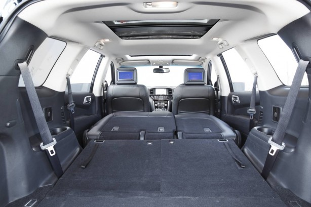 2014 Nissan Pathfinder extended luggage space
