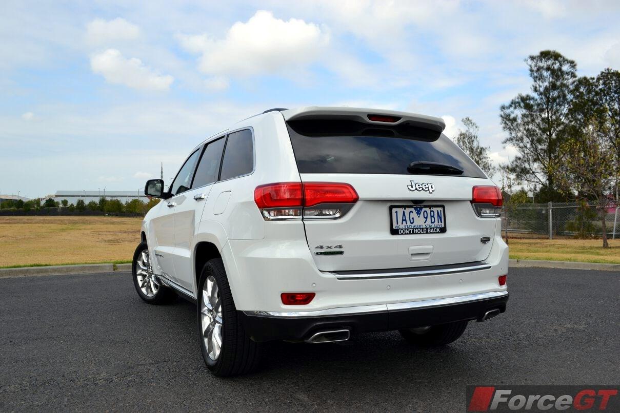 2014 Jeep Grand Cherokee Summit Diesel Rear Quarter