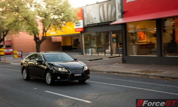 2014 Lexus ES350 front quarter rolling