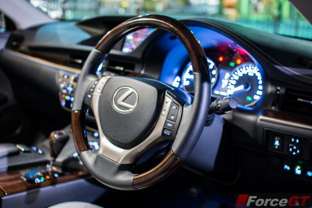2014 Lexus ES350 interior driver's side