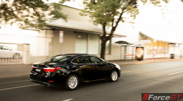 2014 Lexus ES350 rear quarter rolling
