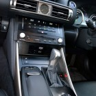 2014-Lexus-IS300h-centre-console