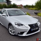2014-Lexus-IS300h-front-quarter3
