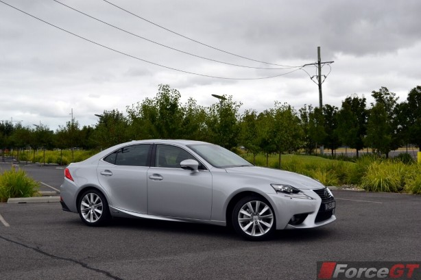 2014-Lexus-IS300h-side2
