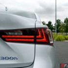 2014-Lexus-IS300h-taillight