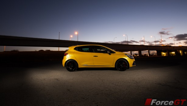 2014 Renault Clio RS side