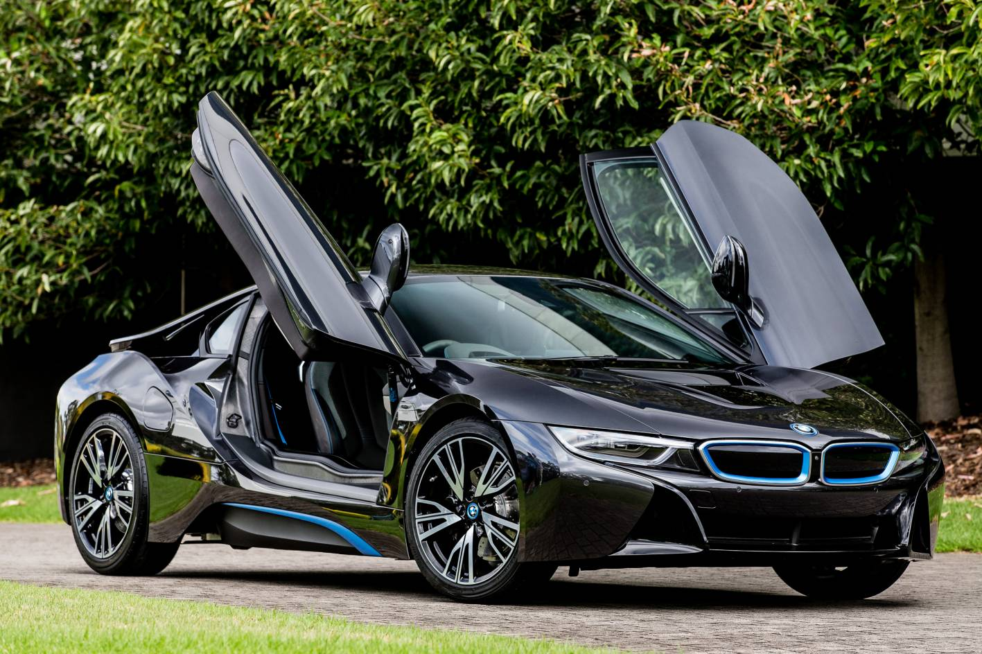 bmw i8 doors open. Black Bedroom Furniture Sets. Home Design Ideas