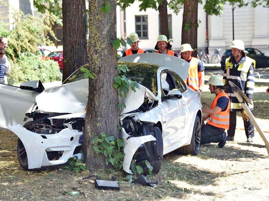 Bmw Cars News 20yo Crashed Brand New Bmw M4 In Germany