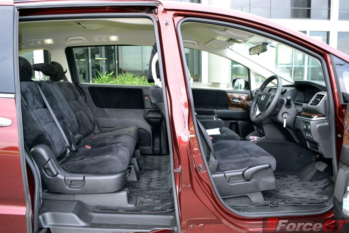 Honda odyssey review 2014 honda odyssey for Honda odyssey seating