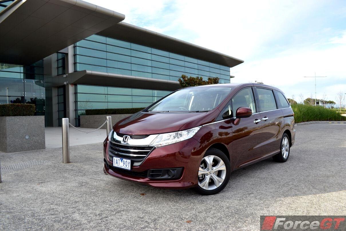 2014 Honda Odyssey Front Quarter