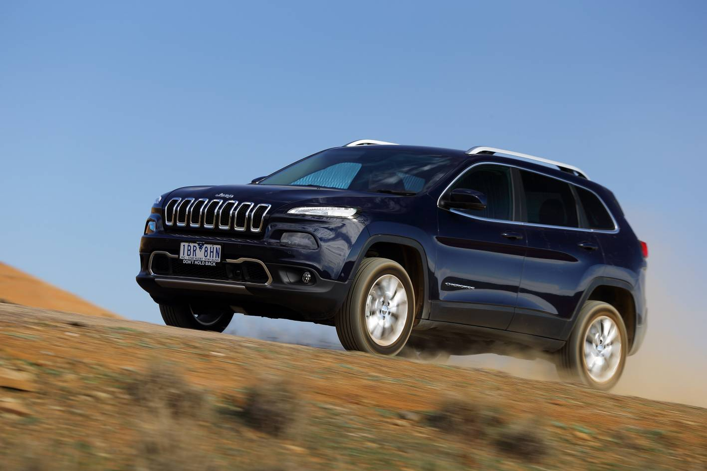 jeep cars news 2015 jeep cherokee on sale from 33 500. Black Bedroom Furniture Sets. Home Design Ideas