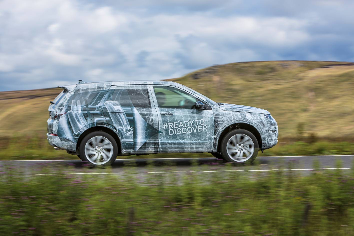 land rover cars new discovery sport teased gets 7 seat option. Black Bedroom Furniture Sets. Home Design Ideas