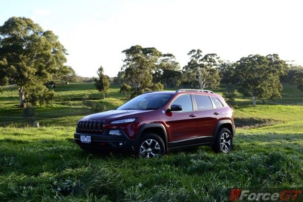 2014 Jeep Cherokee Trailhawk front quarter