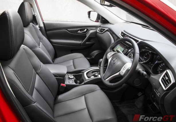 2014 Nissan X-Trail ST front seats