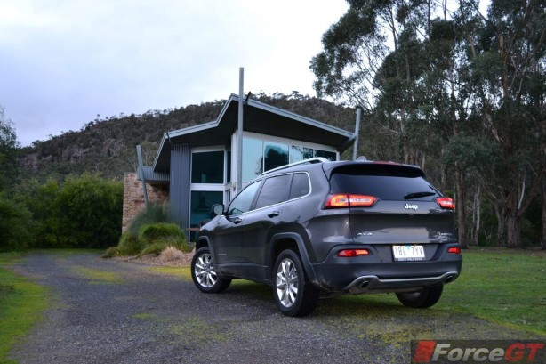2014-jeep-cherokee-limited-rear-quarter3