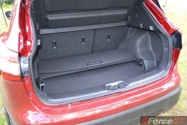 2014 Nissan Qashqai luggage floor panels