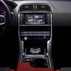 jaguar-xe-centre-console