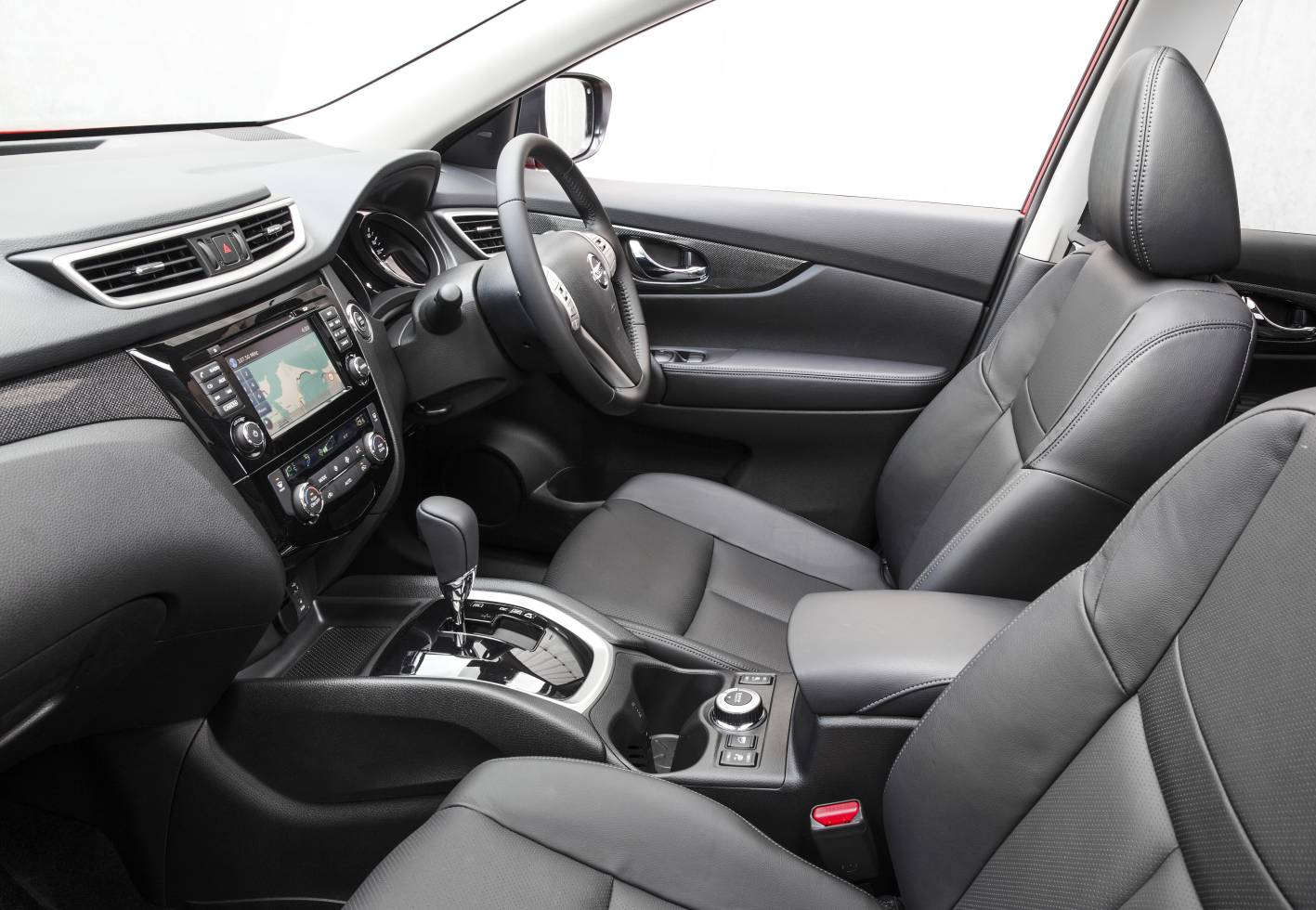 Nissan cars news x trail turbo diesel on sale from 35 380 for Nissan x trail interior