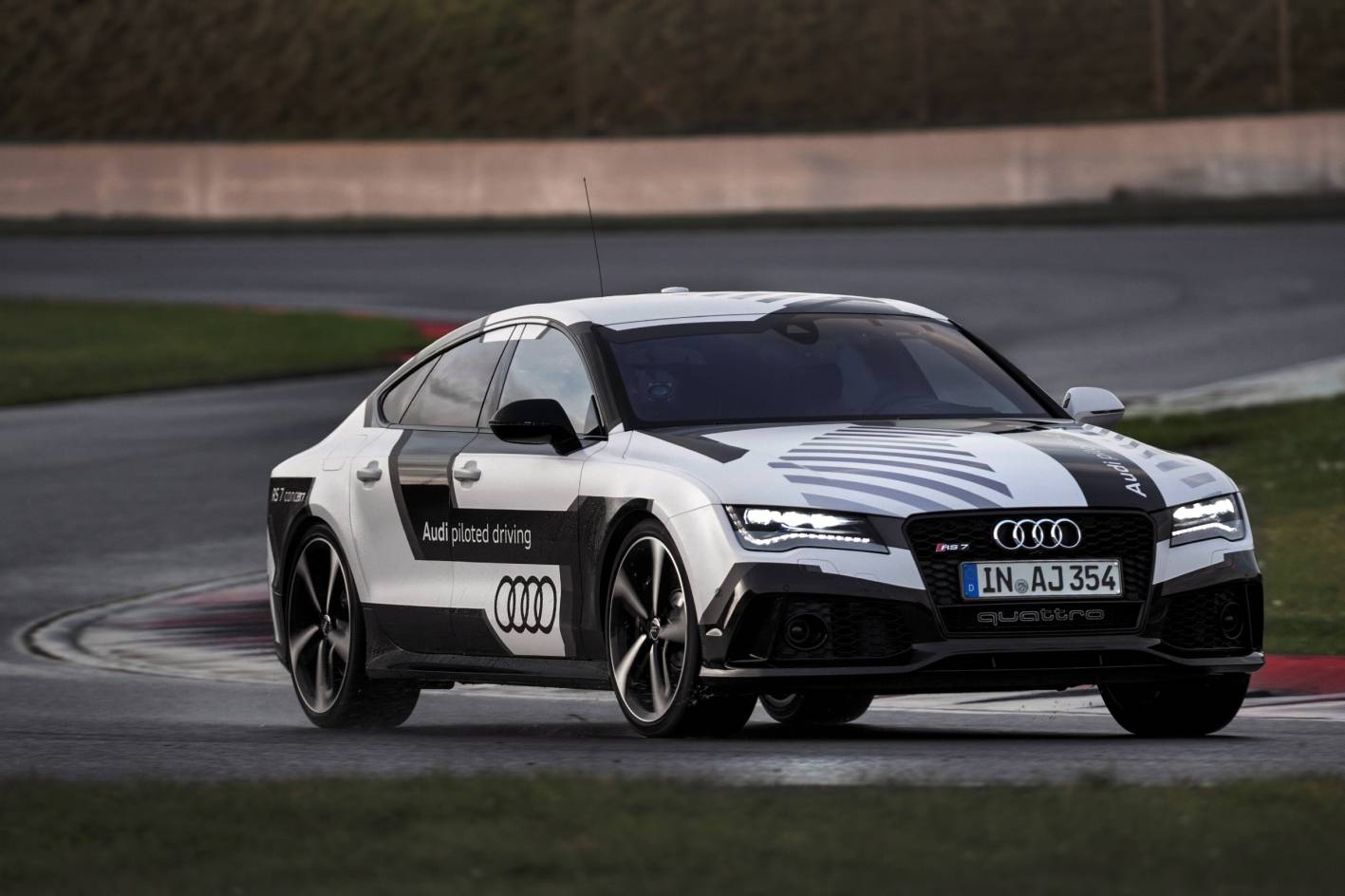 audi rs 7 piloted driving concept tackles hockenheim without a driver. Black Bedroom Furniture Sets. Home Design Ideas